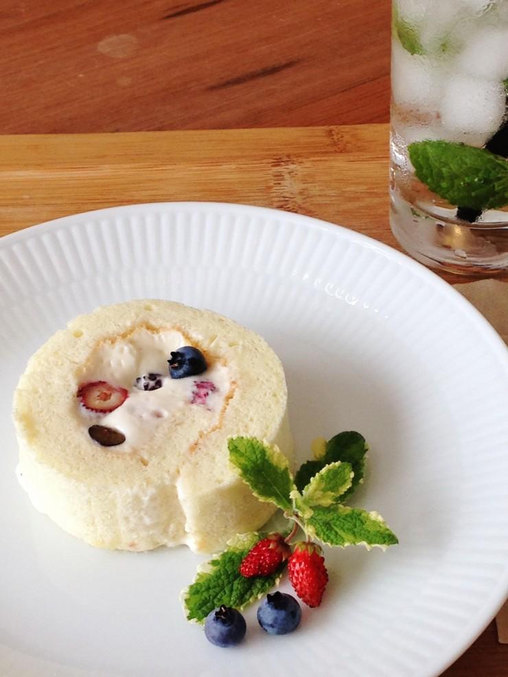 まっちゃん卵使用のN'CAFEベリーのロールケーキ