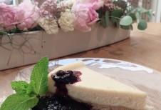 チーズケーキ季節のソース添え