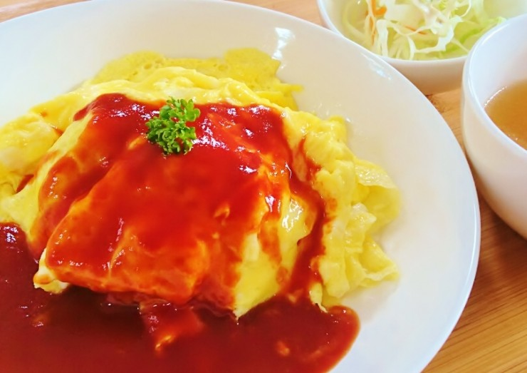 N'CAFE月曜日、みーとのママランチまっちゃん卵のオムライス
