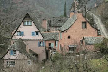 アンドラ地方の漆喰の家